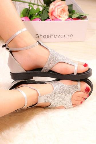 Sandale marimea 35 StarS